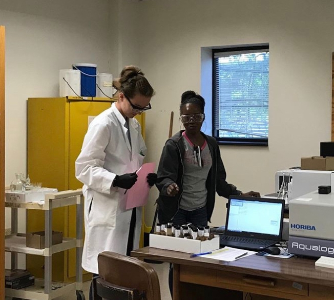 French intern Malaurie Giraudier from IUT Lyon 1 working in the lab with Nacaya
